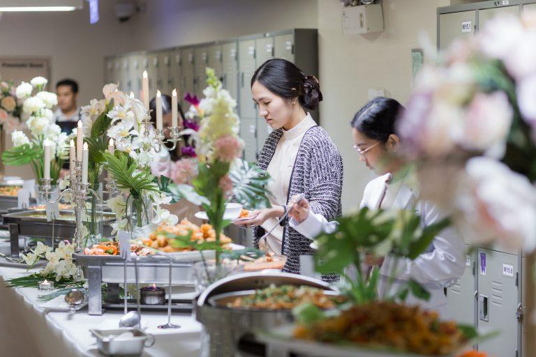 รับจัดเลี้ยงอาหาร อาหารบุฟเฟ่ต์ จัดเลี้ยงบริษัท จัดเลี้ยงสังสรรค์ จัดเลี้ยงวันเกิด